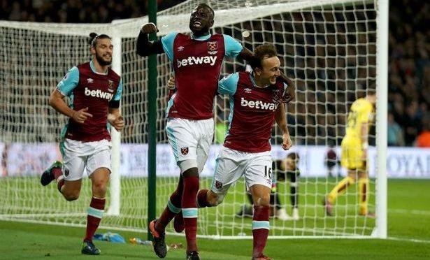 West Ham midfielder Cheikhou Kouyate (centre)