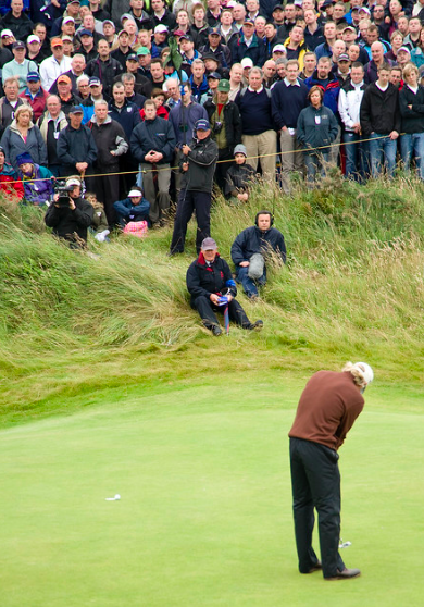 """""""norman putting at the 17th"""" (CC BY-ND 2.0) by nuttallp"""